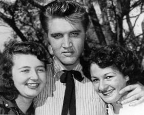 Elvis Presley picture with his fans